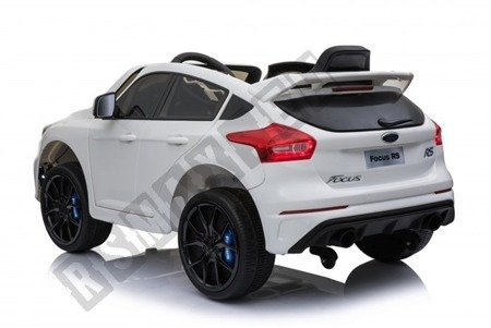 Auto on battery Ford Focus RS 2 engines white