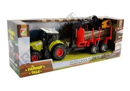 Traktor und Forstanhänger mit Holz
