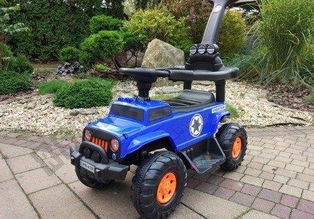 Jeździk na akumulator z pchaczem niebieski